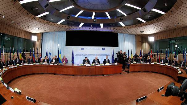 EU leaders put pen to paper on new fiscal treaty