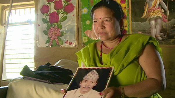 Nepalli kadınlar uzlaşma için elele
