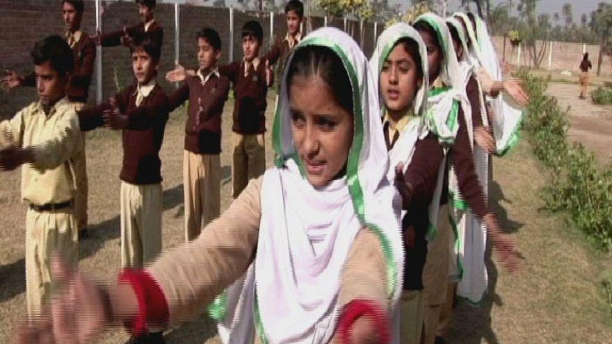 Pakistan ve Afganistan'da kız çocuklarının eğitimi