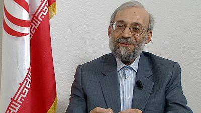 Em entrevista à euronews, Larijani reconhece que Ahmadinejad está em perda, no Irão