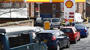 Panic amid UK fuel dispute but Easter strike off