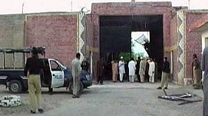 Hundreds of inmates escape from Pakistani jail