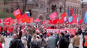 Putin leads workers' rally through Moscow