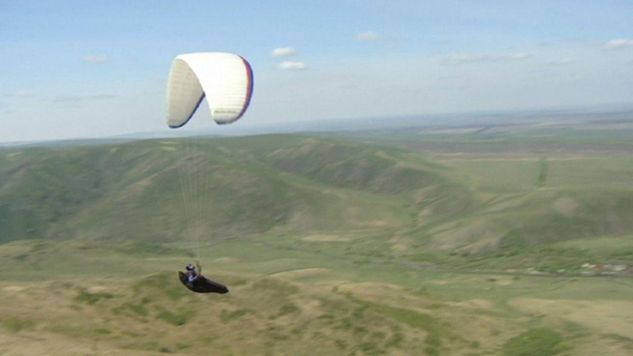 جبال الألتاي بين عشاق الطبيعة العذراء وهواة الطيران الشراعي