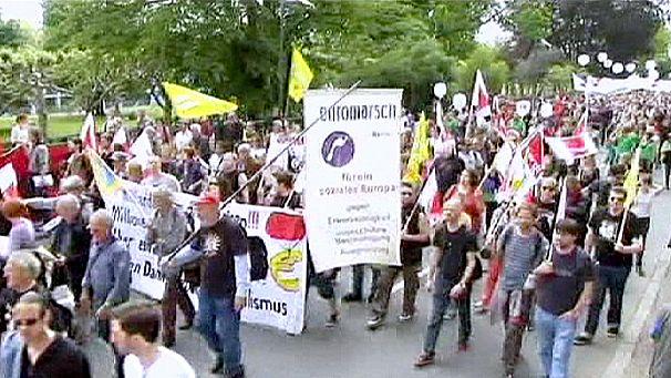 """""""Blocupy Frankfurt"""" : 20 000 manifestants anti-capitalistes battent le pavé"""