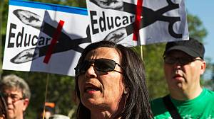 Spanish teachers and students say 'No' to cuts