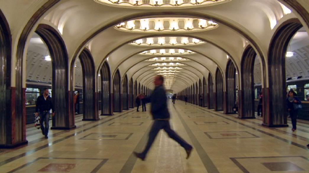 Viagem de metro ao centro de Moscovo