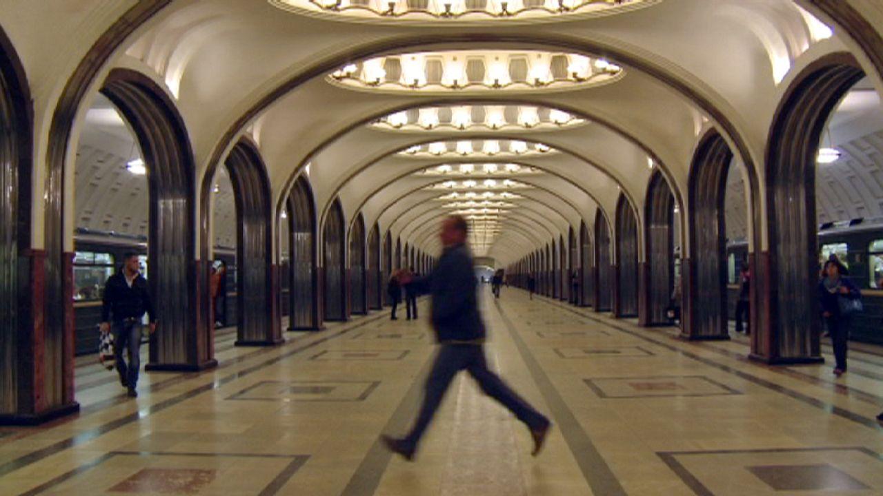 Moskau per U-Bahn: eine unterirdische Entdeckungstour