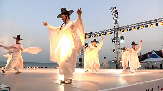 Corea del Sud: danze dal mondo sulla spiaggia di Haeundae