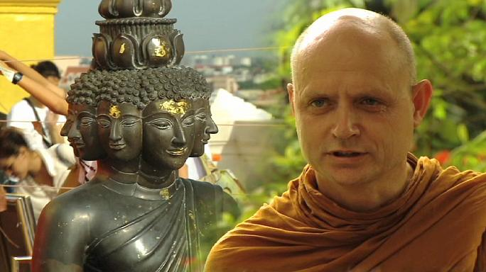 البوذية في يوم الاحتفاء بذكرى ميلاد بوذا وتنويره ووفاته