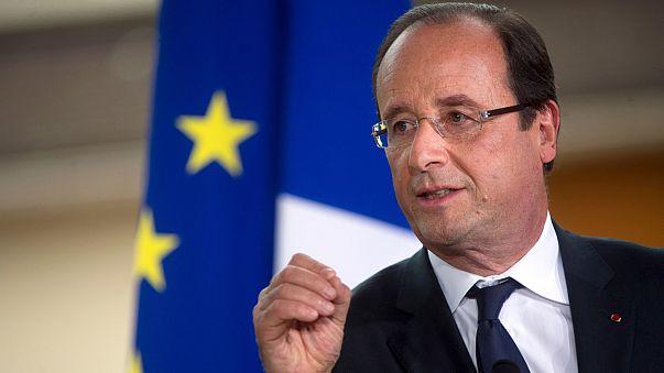 """""""هولاند"""" يدعم موقعه في مواجهة تحديات داخلية وأوروبية"""
