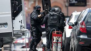 Armed police end 'al Qaeda' siege in France