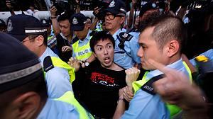 Hu meets with protests in Hong Kong