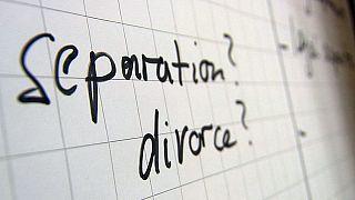 الطلاق عند الأزواج من جنسيات مختلفة، نزاعات وقوانين جديدة