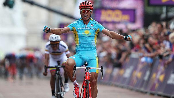 Von wegen altes Eisen: Alexander Vinokurov sprintet zur Goldmedaille