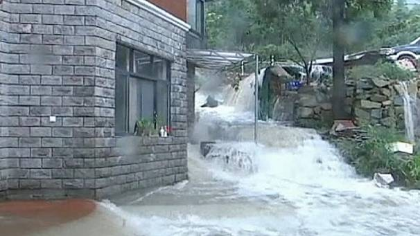 Typhoon Haikui strikes east China
