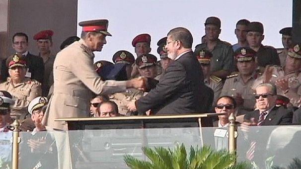 """Egitto, la """"rivoluzione"""" di Morsi: spodestati i militari, il popolo sostiene le sue decisioni"""