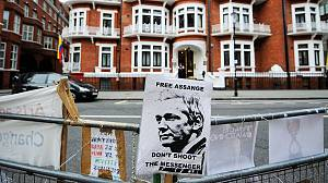 UK threatens to raid Ecuador embassy over WikiLeaks founder