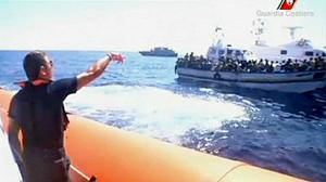 Italians rescue boat immigrants