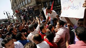 Anti-Mursi protest turns violent in Cairo