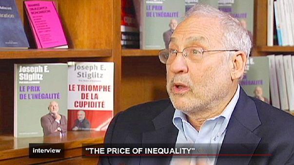 """Parigi: Joseph Stiglitz presenta il suo libro """"Il prezzo della diseguaglianza""""."""