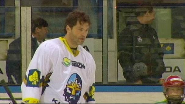 Jagr returns home during NHL lockout