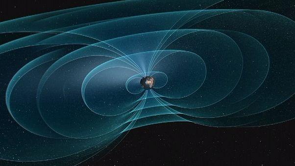Магнитное поле Земли исследуют спутники
