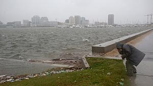 Hurricane Sandy blows into New York state