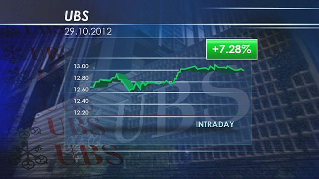 La banque suisse UBS défie la tendance baissière des marchés d'actions