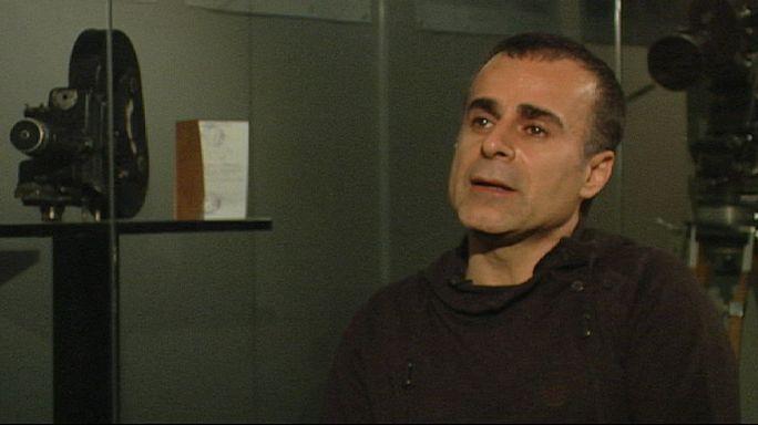 """المخرج الايراني بهمان غبادي لاورونيوز :""""ارفض ان احمل سلاحا ناريا الكاميرا اصبحت سلاحي """""""