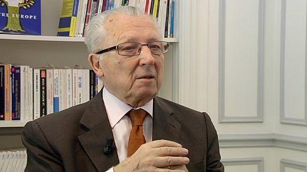 """Jacques Delors: """"O euro protegia-nos até das nossas asneiras. É este o defeito de construção que temos de reparar hoje"""""""