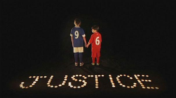 Les artistes britanniques chantent pour les victimes de la tragédie de Hillsborough