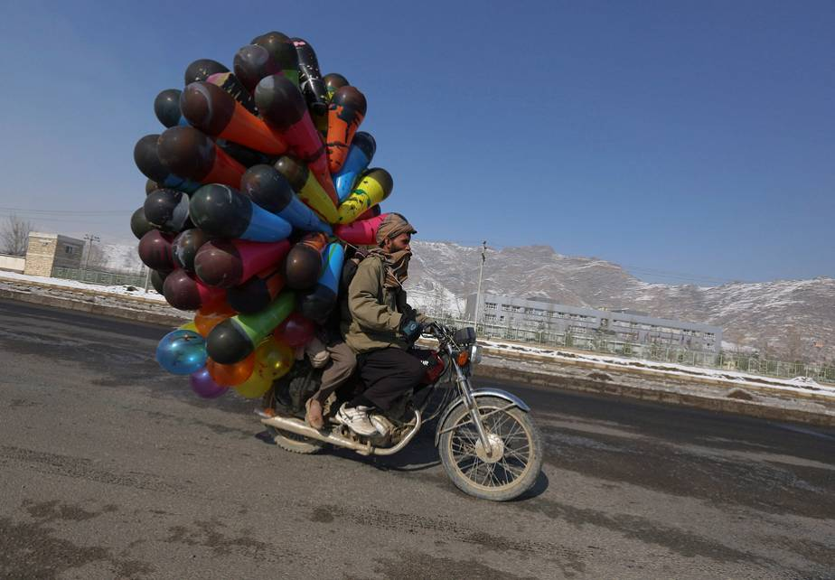 Kabul: the balloon seller