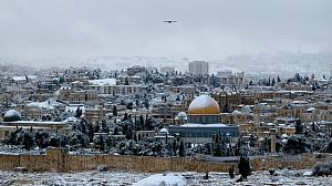 Israel shivers under heavy snowfall