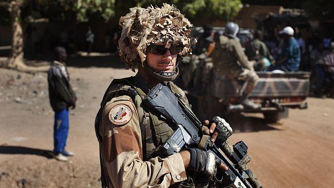 Франция обещает защитить Мали от хаоса
