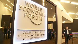 Arte, desempleo y crecimiento económico en Davos