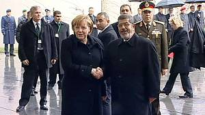 Chancellor Merkel urges Egypt's Mursi to pursue political dialogue