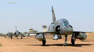 French resume attacks on Mali insurgents