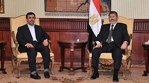 Iran's Ahmadinejad in Egypt on historic visit