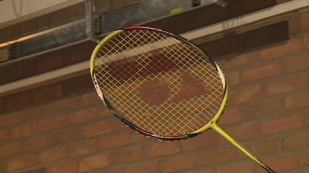 Giocare a badminton con un robot