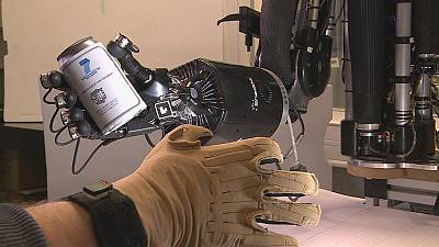 Mão humana nos robôs