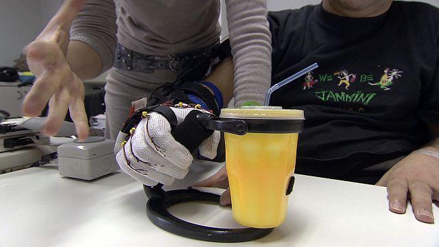 Рука-робот поможет парализованным