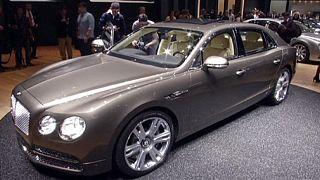Modelos de luxo debutam no Salão Automóvel de Genebra
