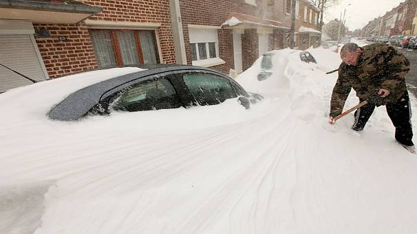 Snow chaos in France, UK and Germany