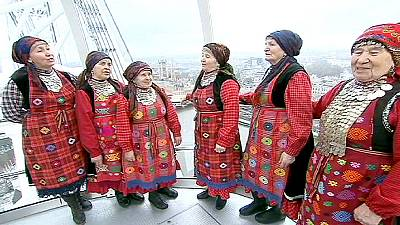 Singing Russian grannies bring spring spirit to London