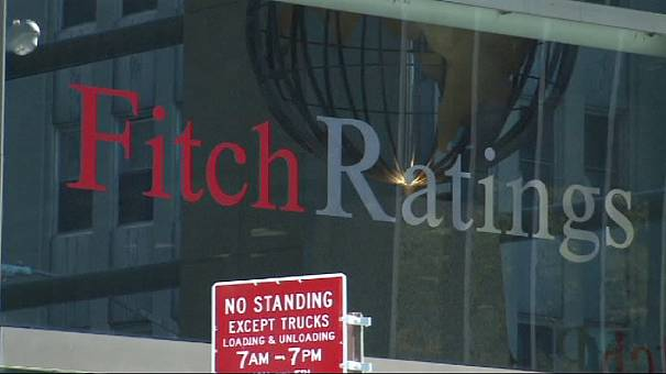 Fitch warns UK on AAA rating