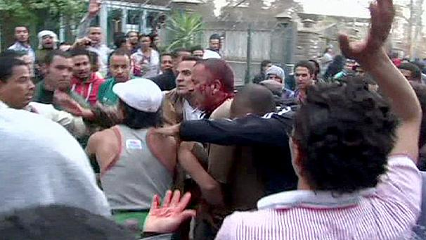Violent clashes near Muslim Brotherhood HQ in Cairo