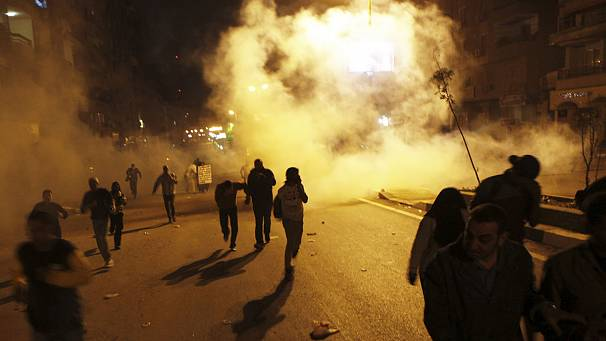 Forty hurt in clashes on the streets of Cairo