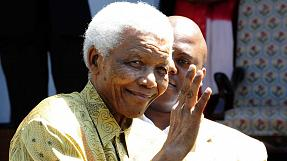 Mandela admitted to hospital suffering lung infection