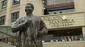 Mandela 'doing well' but no sign of leaving hospital